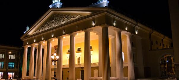 Драмтеатр ночью