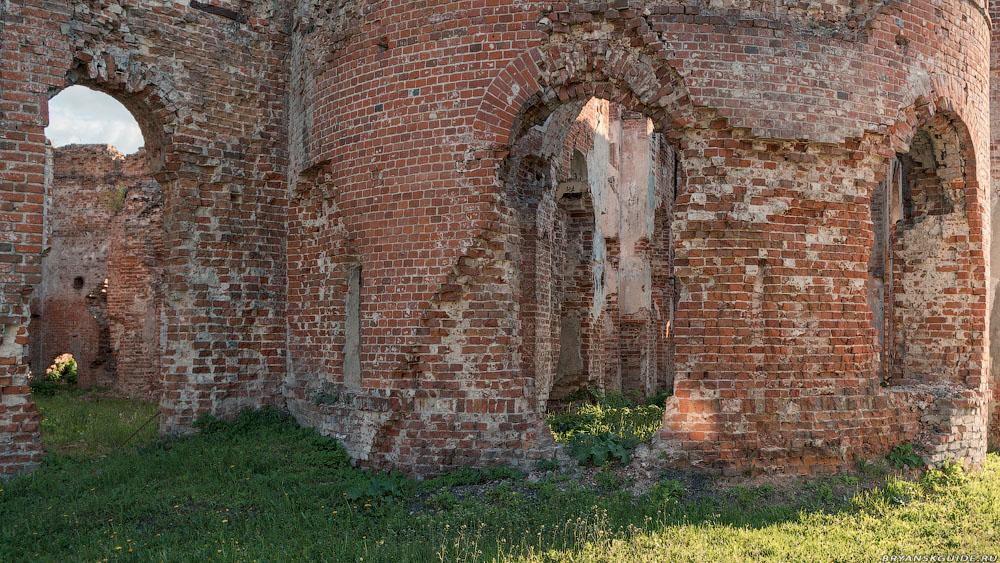 церковь Троицы Живоначальной в Карачеве
