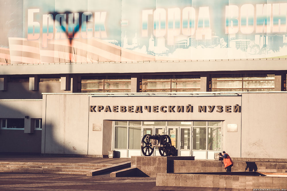 Площадь Партизан утром