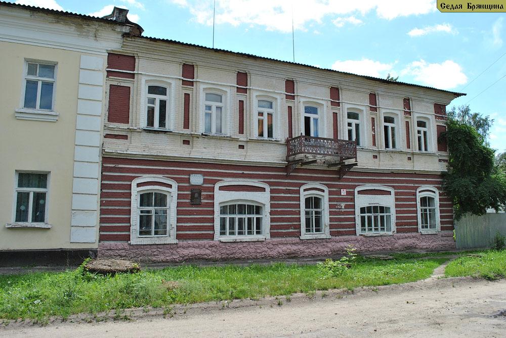 Трубчевск. Здание купца Сахарова (XIX век)