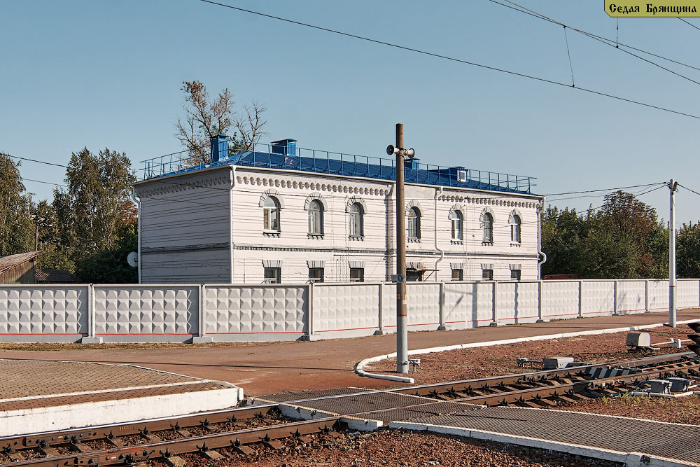 Суземка. Вокзал железнодорожный и дом специалистов