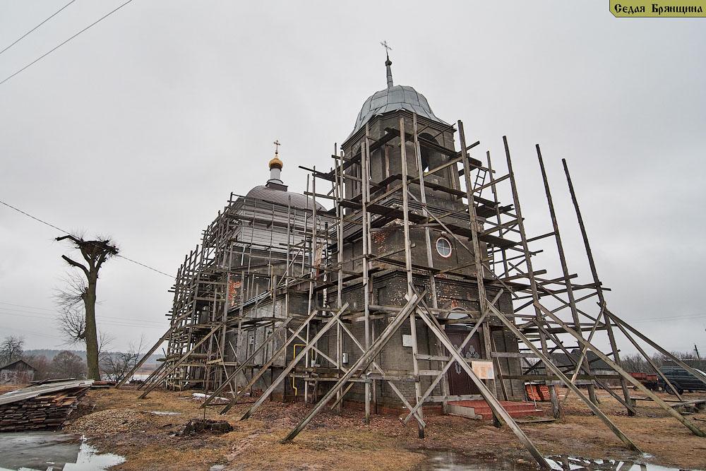 Лутна. Церковь Михаила Архангела