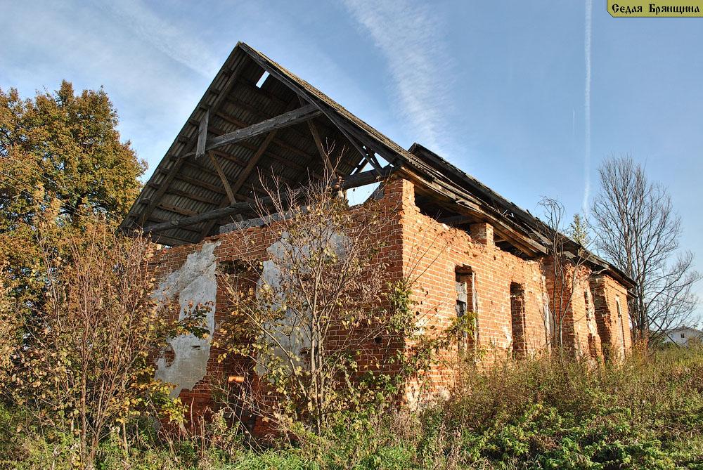 Упорой. Церковь Михаила Архангела (октябрь 2010)