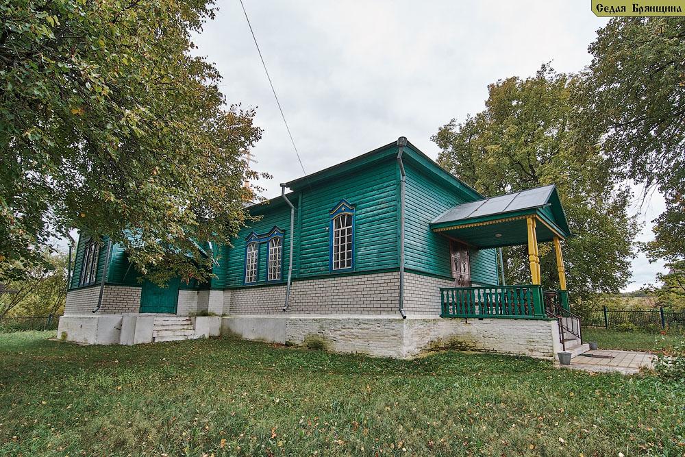 Медвёдово (Горчаки). Церковь Троицы Живоначальной